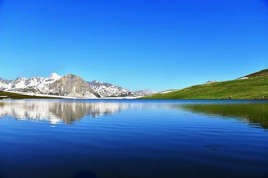 Bar d'Altitude L'Ouillette: Lago de l'Ouillette