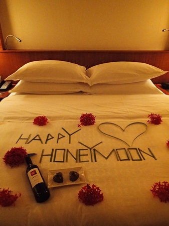 Sheraton Maldives Full Moon Resort & Spa: Happy Honeymoon welcome