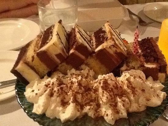 Campo d'Aglio Italian Restaurant: this was our yummy dessert to share!!!!