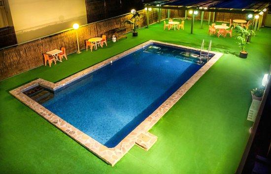 Comfort Inn Regal Park: Outdoor Swimming Pool
