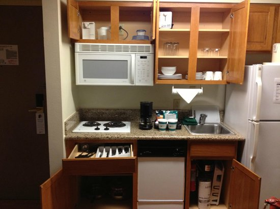 Homewood Suites by Hilton Brownsville: Nice little kitchen in the room
