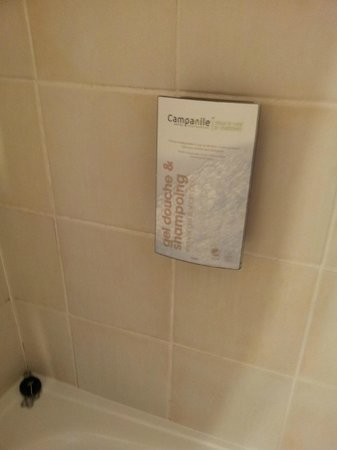 Campanile Le Bourget - Gonesse: Goed gevulde badzeep