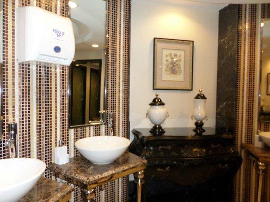 Delphin Imperial Hotel Lara: bathroom
