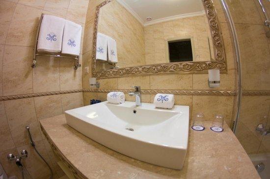 Metro Hotel Apartments Hotel: Ванная комната