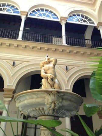 Hotel Palacio de Villapanes : the marble statue