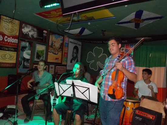 Shamrock Sports Bar and Grill : Live music in Shamrock