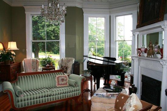 Rosemary Inn : Front room at Rosemary