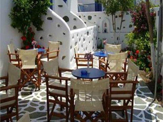 Dilion Hotel: Beautiful courtyard!