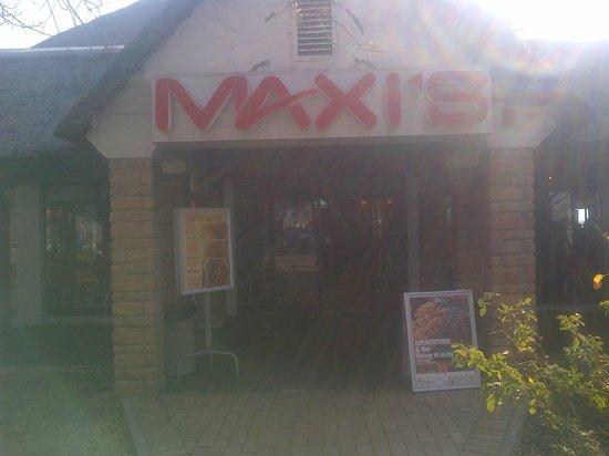 Maxi's Restaurant: entrance to maxi's