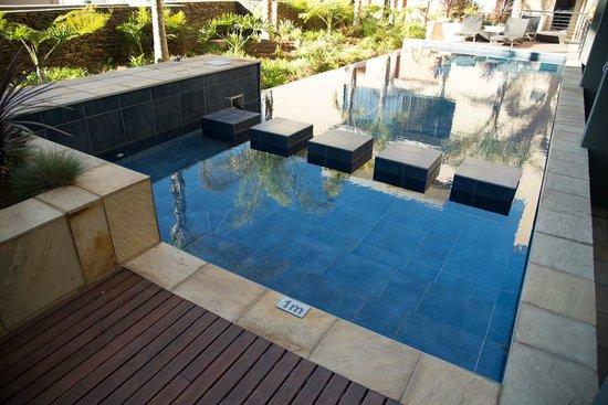 Premier Hotel OR Tambo: Swimming Pool