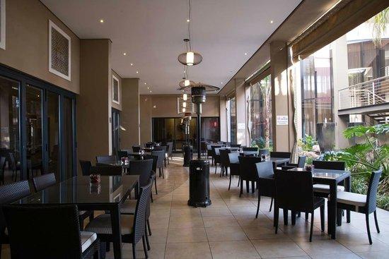 Premier Hotel OR Tambo: Terrace Restaurant