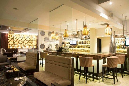 Premier Hotel OR Tambo: Hotel Pub