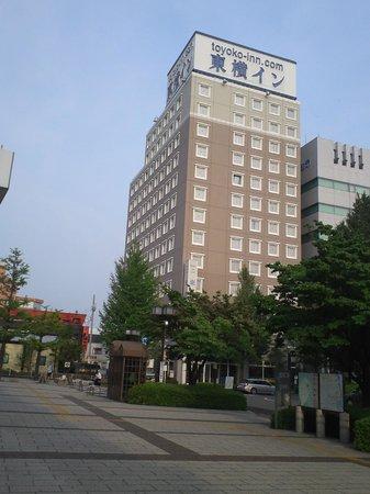 Toyoko Inn Maebashi Ekimae: 駅からホテルを望む