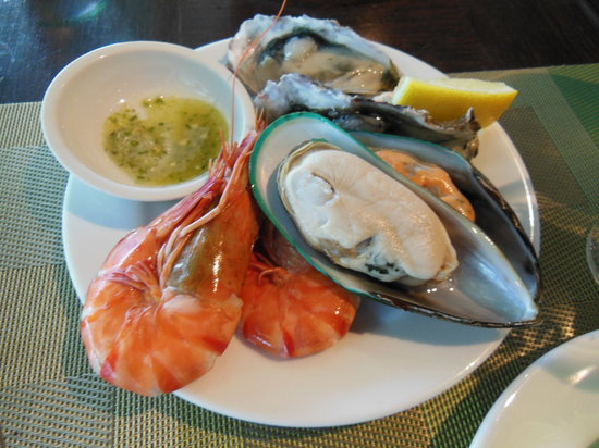 Feast at Royal Orchid Sheraton Hotel & Towers: ランチビュッフェのシーフード♪