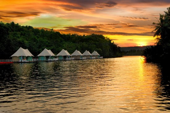 4 Rivers Floating Lodge: Sunset