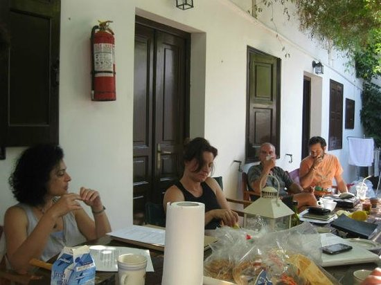 Erato Apartments : during breakfast in inner court yard