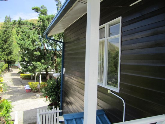 Kinabalu Pine Resort: The side of the room