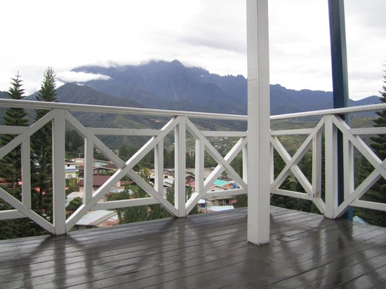 Kinabalu Pine Resort: Looking out to the mountain from the room