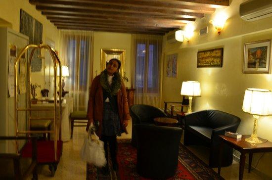 Hotel Antigo Trovatore: The reception area