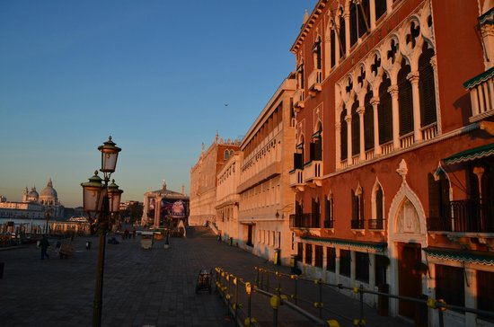 Hotel Antigo Trovatore: Aproach road to the hotel