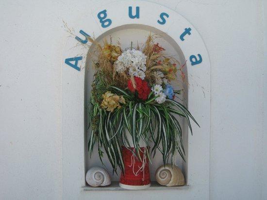 Augusta Studios: Decor