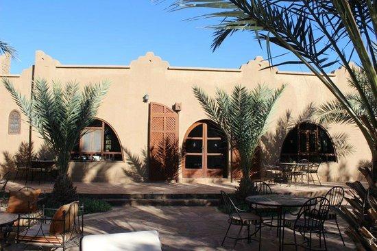 La Rose Du Desert : La façade et l'entrée côté jardin