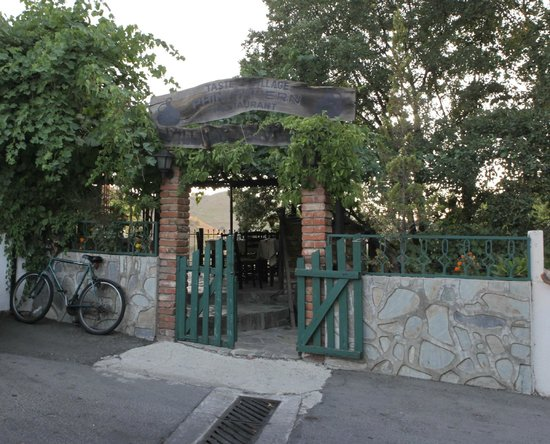 Phini Tavern - entrance