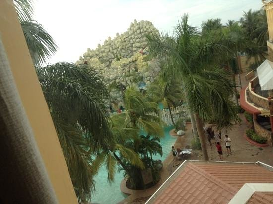Tanza's Oasis Hotel and Resort: Outside my room