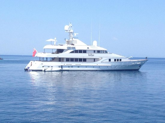 Delfinia Hotel : a rich persons boat