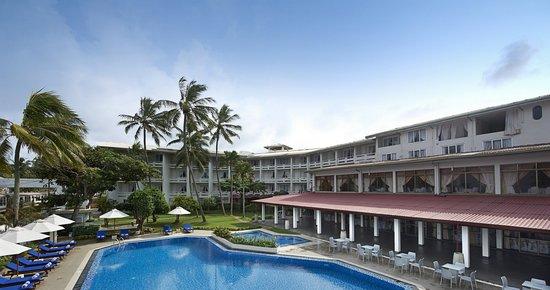 Berjaya Hotel Colombo: Hotel Facade-Day View