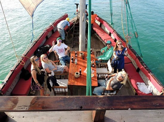 Mida Dhow: Drinks to start on the deck
