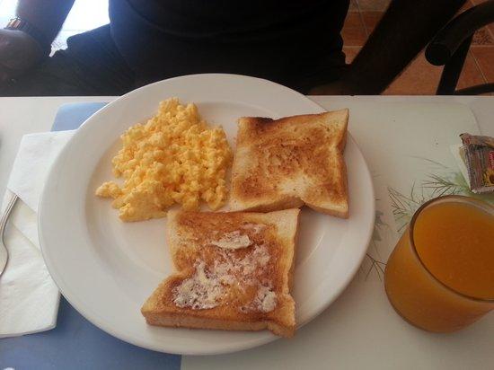 Sansuko Ville Bungalow Resort : scrambled egg w toast