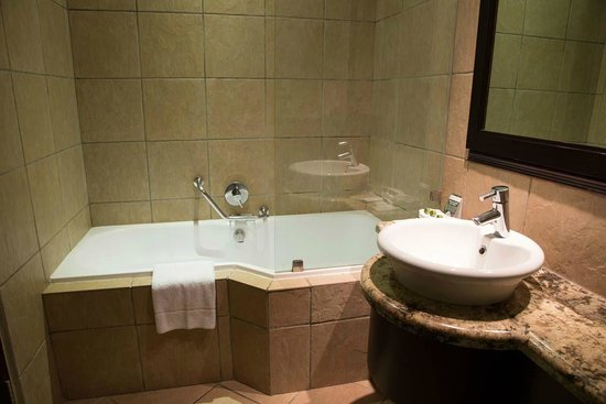 Premier Hotel Pretoria : En suite bathroom