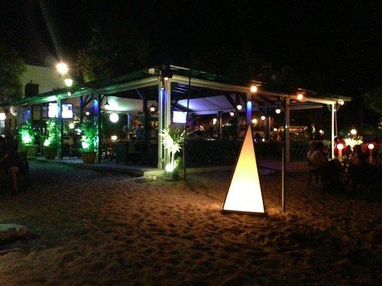 Captain's Beach Apartments : Beach Bar