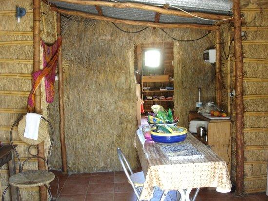 Casas Karen, Los Canos de Meca: Inside chosa pequena