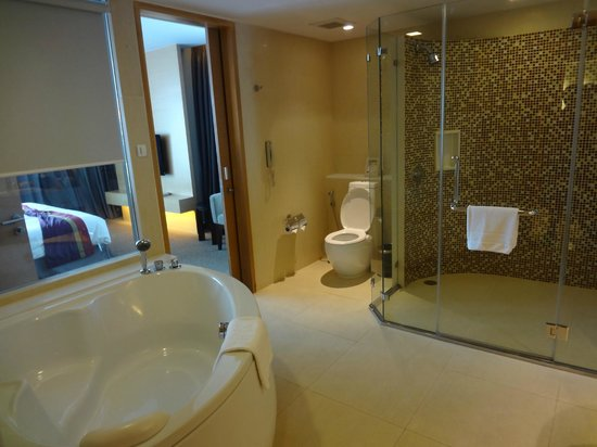 Badezimmer Regal Suite - Picture of Sivatel Bangkok, Bangkok ... | {Badezimmerregal 67}
