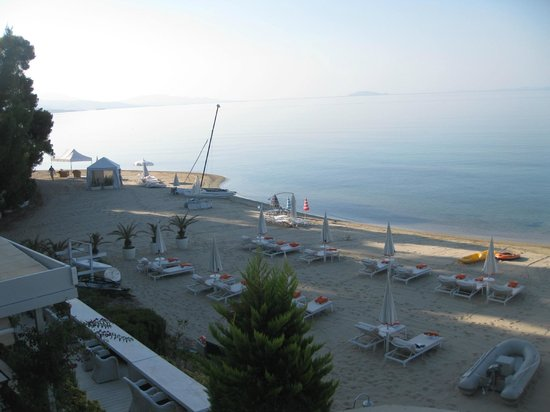 Danai Beach Resort: Пляж ранним утром.