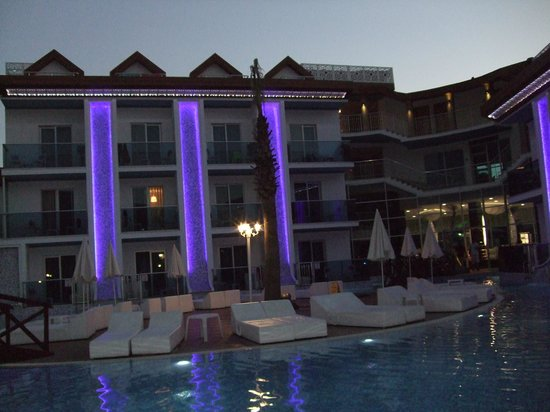Ocean Blue High Class Hotel: The hotel at night