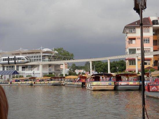 Malacca River : Malacca monorail - abandoned?