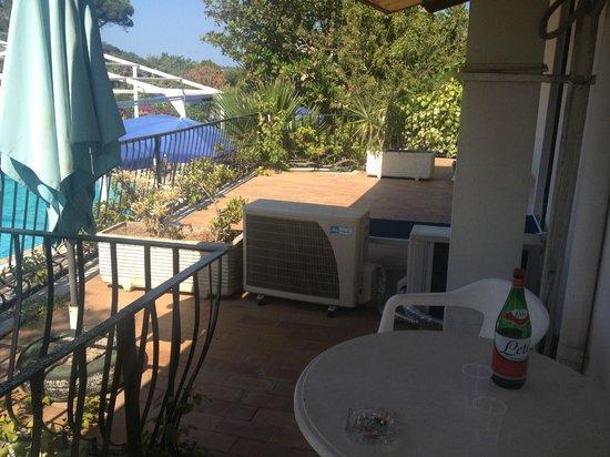 Gemma Hotel: il separè dal balcone del vicino
