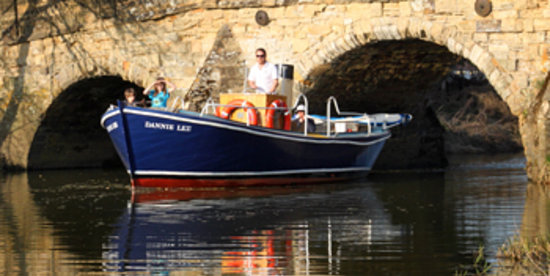 Bodiam Boating Station : ferry trips along River Rother to Bodiam Castle and Rye