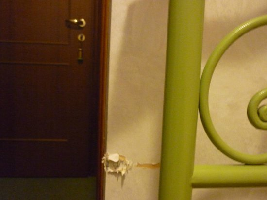 Hotel Bisesti: Des murs arrachés