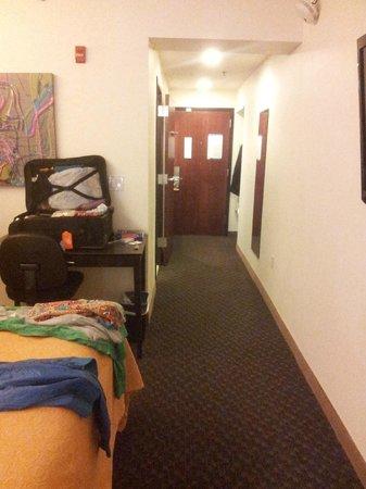 Days Inn & Suites Milwaukee: the room