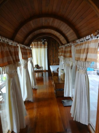 Santhiya Koh Phangan Resort & Spa: Santhiya Sea View Pool Villa Suite -- Verbindungsgang