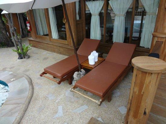 Santhiya Koh Phangan Resort & Spa: Santhiya See View Pool Villa Suite -- Liegen