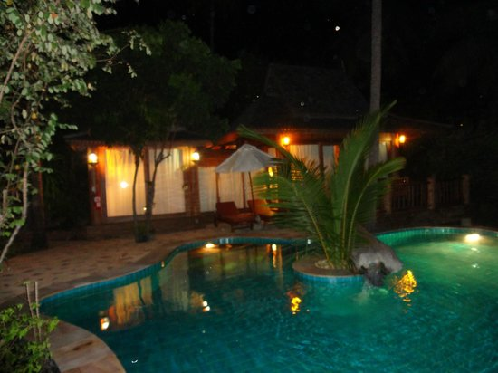 Santhiya Koh Phangan Resort & Spa: Santhiya Sea View Pool Villa Suite -- bei Nacht