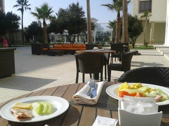 Atlas Essaouira & Spa : vue table restorant extérieures