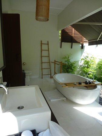 SALA Samui Choengmon Beach Resort: Garden Pool Villa -- Badezimmer