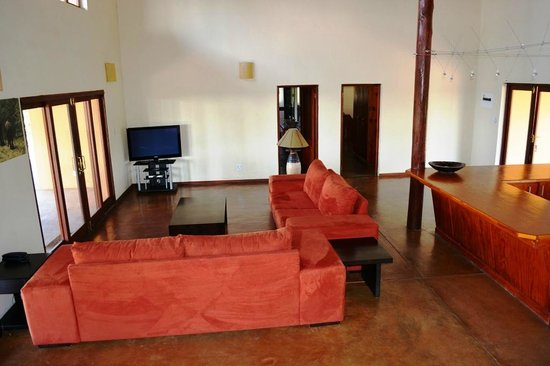Silonque Bush Estate: Livingroom from 3 bedroom bush house