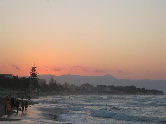 Tropicana Beach Hotel & Suites: stranden